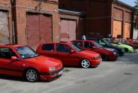 Ponad 100 aut