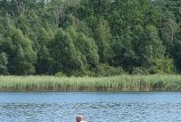 Uczcił 98. rocznicę powstania Policji Państwowej przepływając Jezioro Lednickie