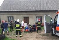 O włos od tragedii! Strażacy wyciągnęli człowieka ze studni