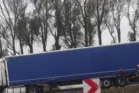 Kolejna ciężarówka rozbita na węźle