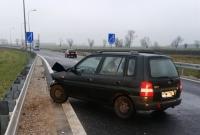 Auto rozbiło się o bariery energochłonne