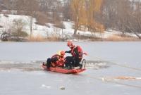 Pod mężczyzną zarwał się lód! Na ratunek przybyli strażacy