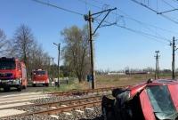 Samochód wjechał wprost pod pociąg! Autem jechała matka z dwójką dzieci
