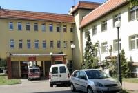 Zespół reanimacyjny utknął na terenie szpitala zablokowany przez samochody! Straż Miejska nie podjęła interwencji