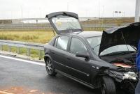Auto uderzyło w bariery energochłonne