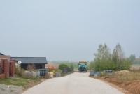 Przy osiedlu Nowe Winiary trwa budowa nawierzchni asfaltowych