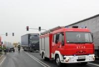 Zderzenie osobówki z ciężarówką na skrzyżowaniu! Jedna osoba w szpitalu