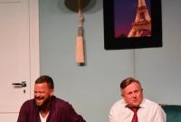Znani aktorzy i salwy śmiechu w auli Szoły Pomnik