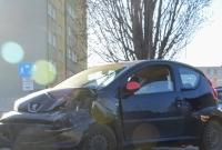 Wypadek na os. Piastowskim! Kobieta kierująca Peugeotem uszkodziła 3 zaparkowane samochody