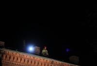 Mężczyzna chciał skoczyć z dachu dworca? Udało mu się uciec