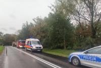 Wypadek z Brzozogaju! Fiat wypadł z drogi i bokiem uderzył w drzewo