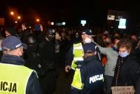 Manifestacja pod Kurią Metropolitalną w Gnieźnie! Społeczeństwo coraz silniej przeciwstawia się władzy!