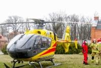 Śmigłowiec LPR lądował w centrum Gniezna! Zabrał mężczyznę z podejrzeniem udaru mózgu