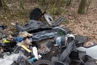 Właściciel komisu z ul. Poznańskiej zlecił wywiezienie odpadów! Firma wywiozła je do lasu! Mimo nakazu, nie posprzątała dzikiego wysypiska!