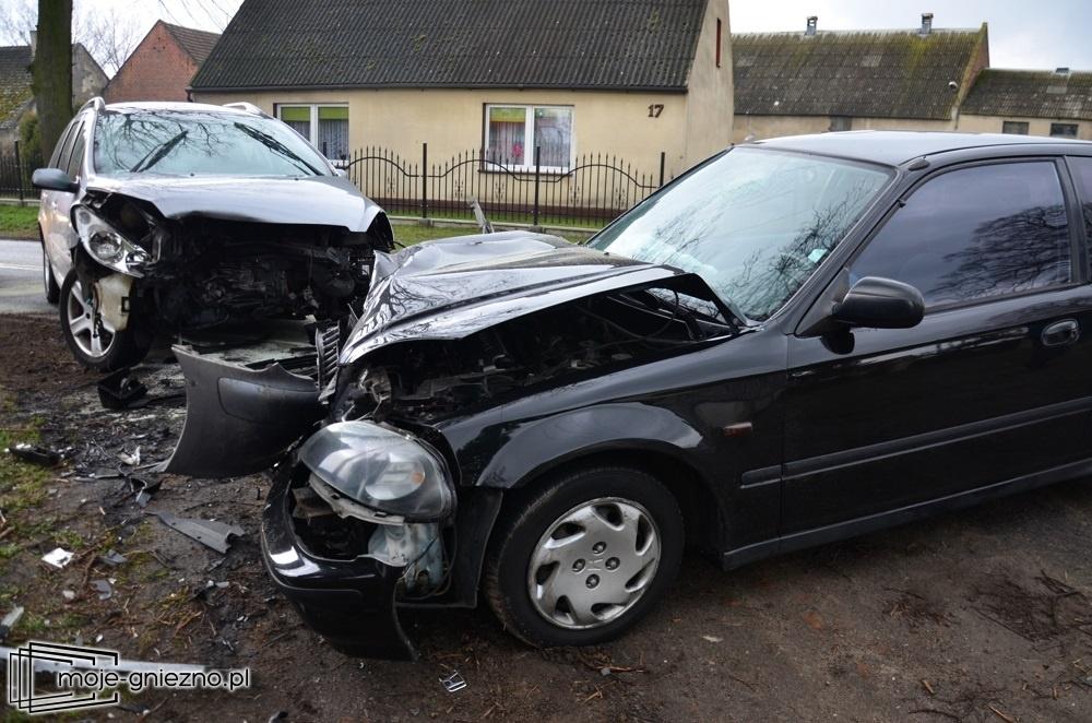 Kolizja w Komorowie! Dwa auta zderzyły się czołowo