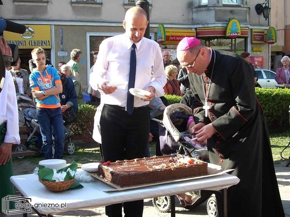 Imieniny miasta i tort dla Wojciechów