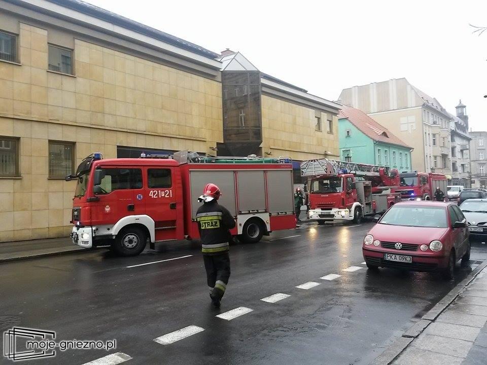 3 zastępy gasiły pożar ... kosza na śmieci