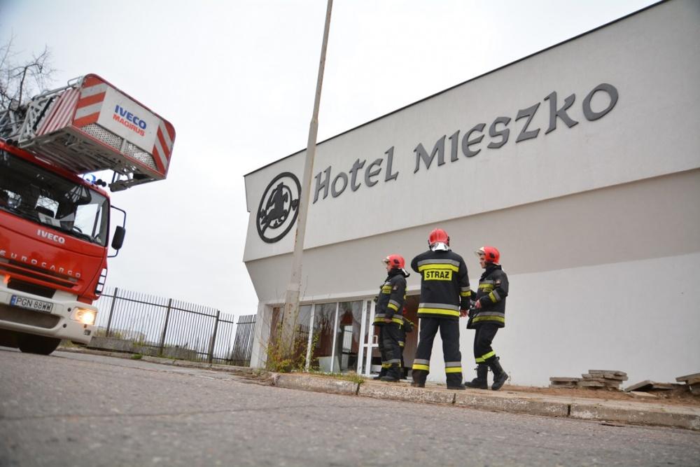 Kolejny pożar w Hotelu Mieszko! Budynek prawdopodobnie podpalili bezdomni