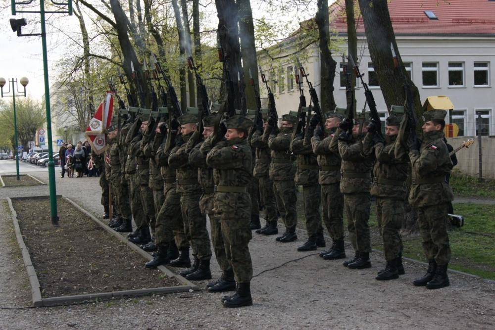 Salwa honorowa dla upamiętnienia 77. rocznicy Zbrodni Katyńskiej