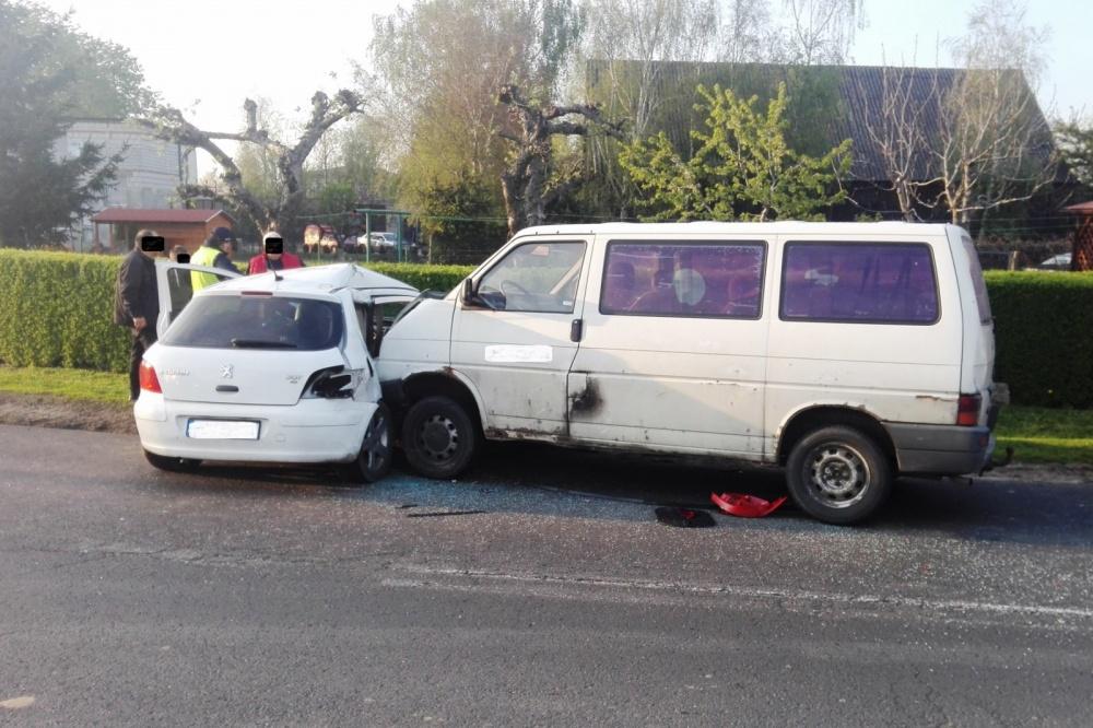 Wypadek w Komorowie. Jedna osoba w szpitalu
