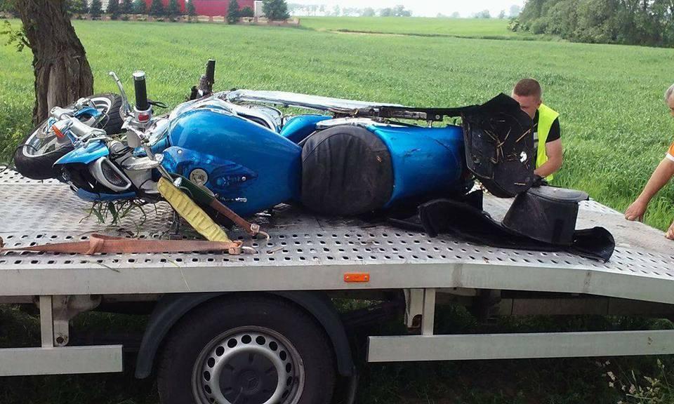 Motocyklista przez kilka godzin leżał w rowie! Ratownicy nie mogli go znaleźć