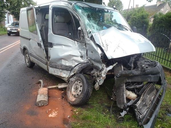 Zderzenie busa z ciężarówką w Komorowie