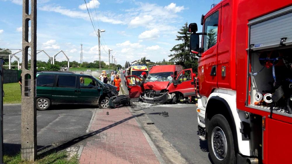 3 osoby poszkodowane w wypadku na ul. Wschodniej! Strażacy wycinali jedną z ofiar