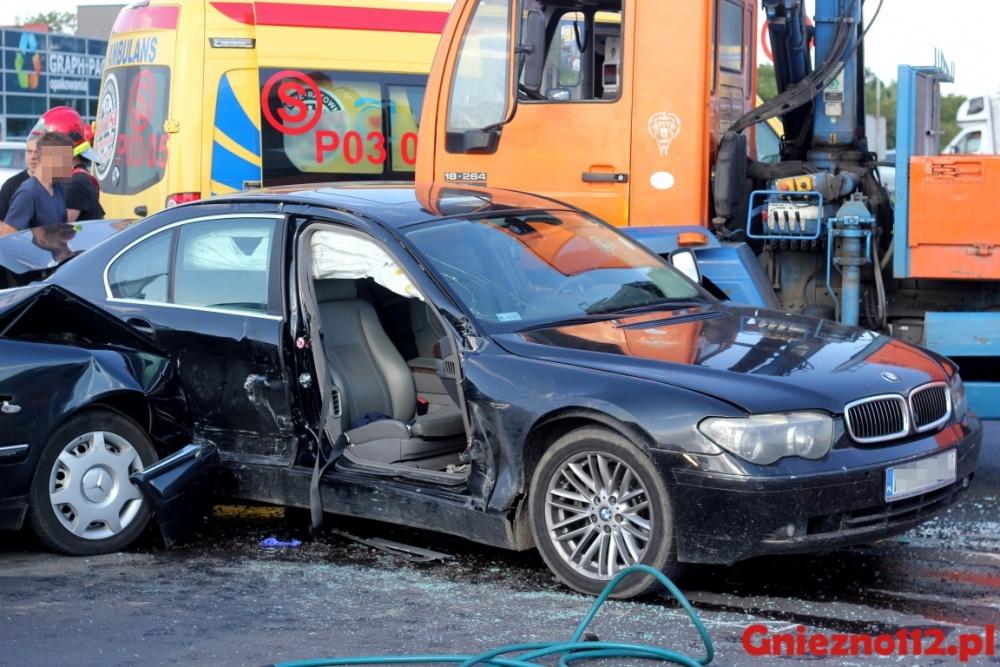 3 osoby w szpitalu po wypadku na skrzyżowaniu w Gnieźnie