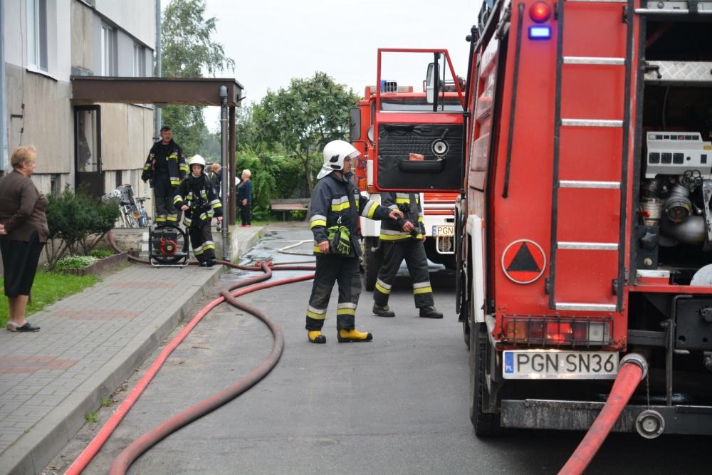Pożar w Działyniu! W mieszkaniu znajdowały się 4 butle z gazem!
