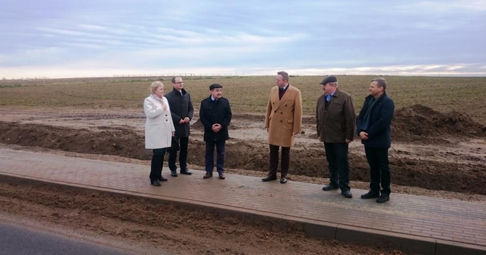 Nowy chodnik przy drodze powiatowej w Witkowie