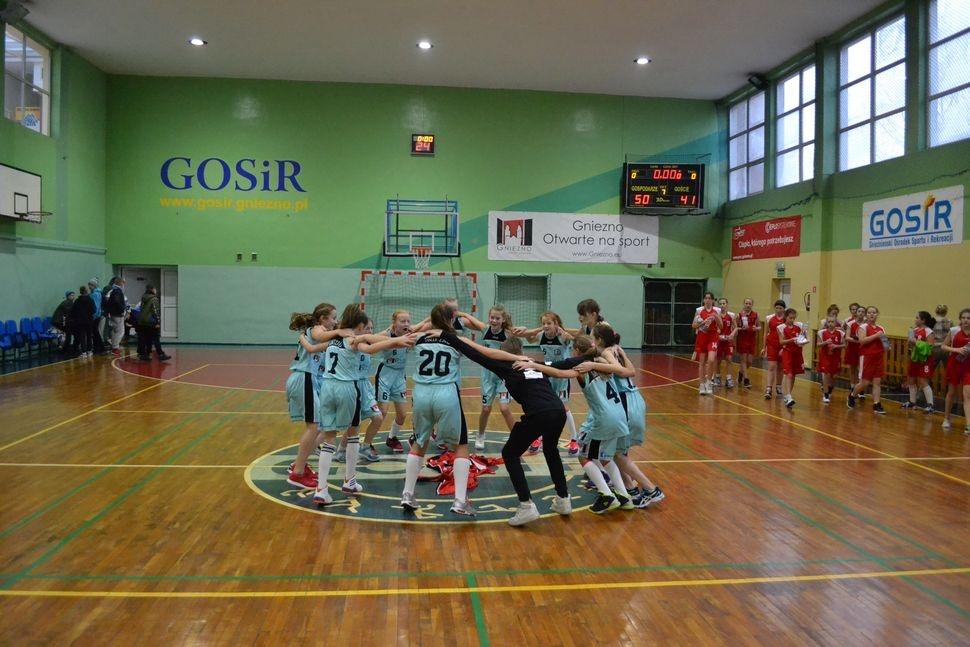 TS Basket Gniezno wygrywa ostatni mecz sezonu