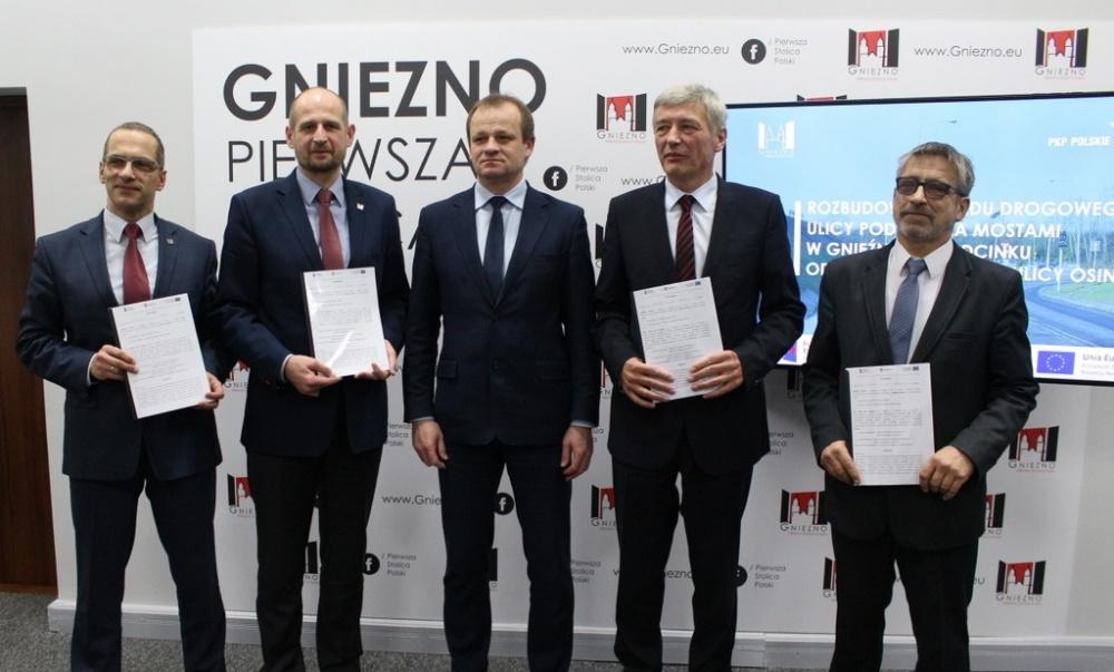 PKP-PLK przekazało 5 mln zł na przebudowę wiaduktu w Gnieźnie