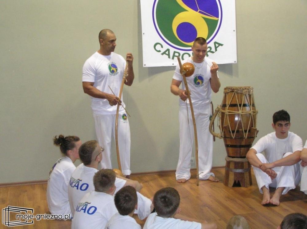 Mestre Boi szkoli młodych wojowników