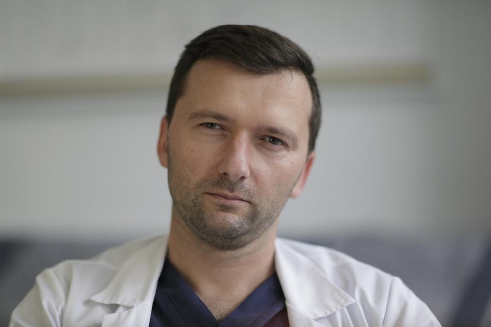 Operacje nowotworów jelita w Gnieźnie na wyższym poziomie - wywiad z dr Maciejem Skrzypkiem