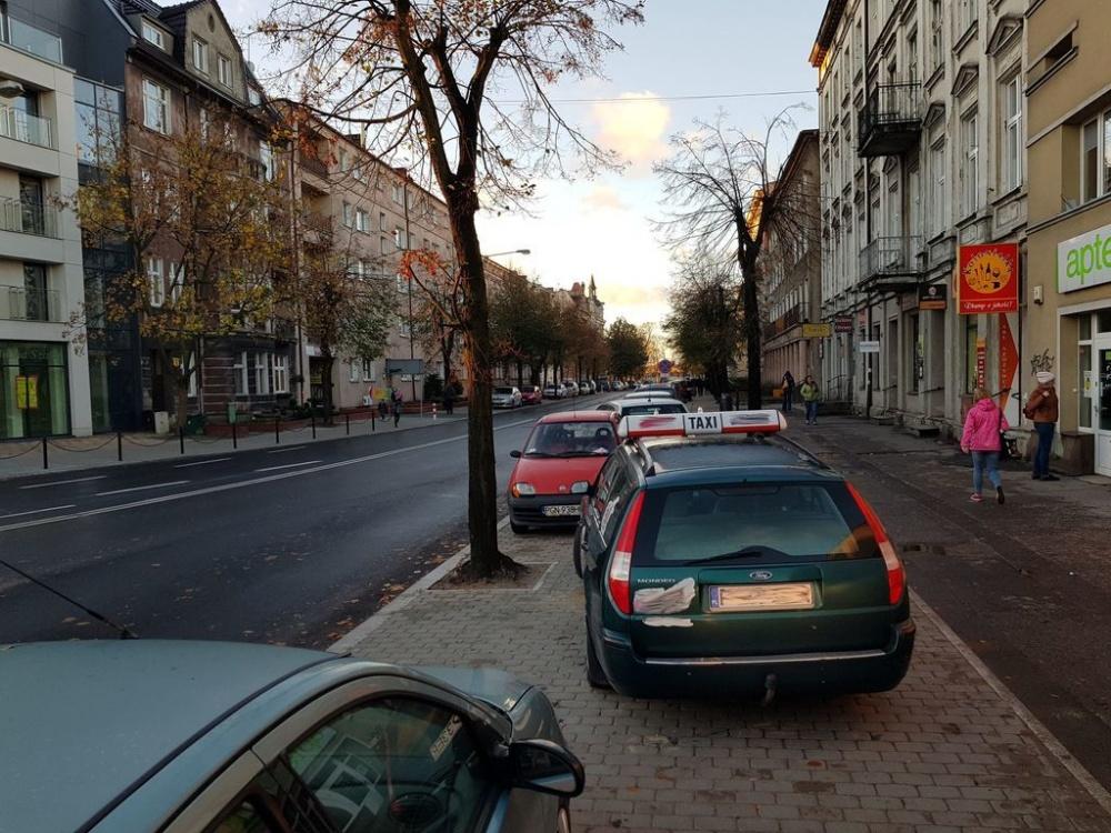 Straż Miejska przypomina o przepisach - parkowanie na chodnikach