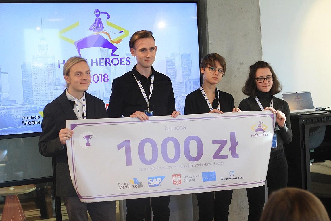 Uczniowie z Gniezna wyróżnieni w konkursie Hack Heroes