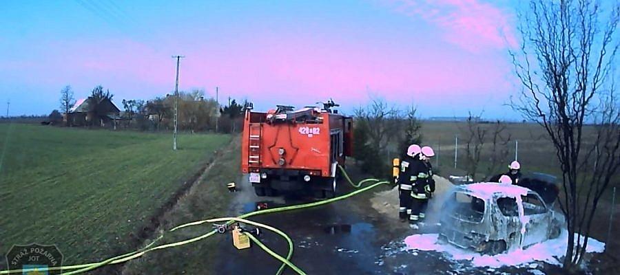 Pożar samochodu w Mielżynie