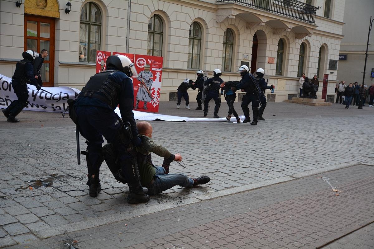 9 osób zatrzymanych po Marszu Równości i kontrmanifestacji w Gnieźnie
