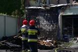 Pożar składowiska palet przy markecie budowlanym