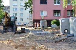 Trwa przebudowa terenu między blokami przy ul. Budowlanych / Staszica