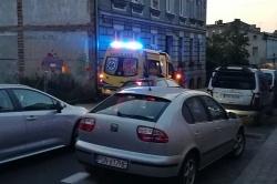 Mężczyzna upadł na środku jezdni