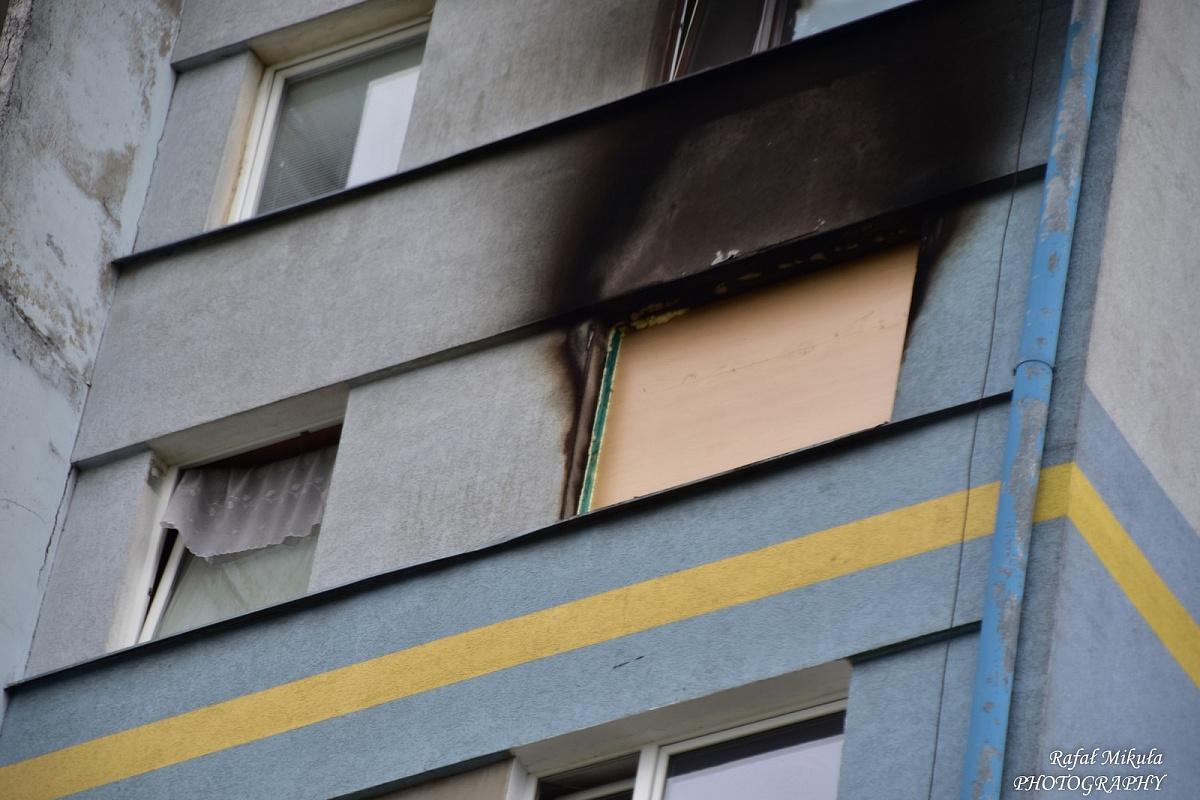 Wieżowiec dwa dni po pożarze