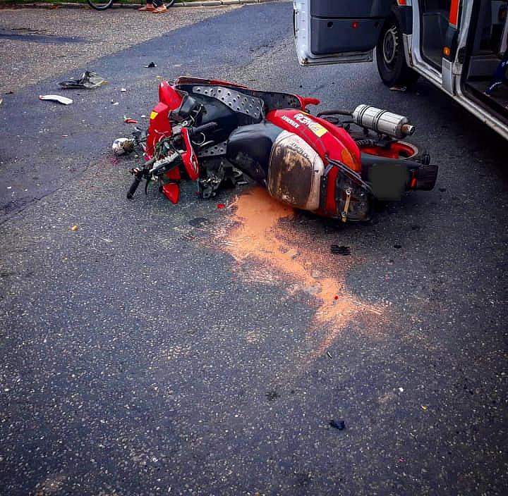 Motocylista zderzył się z osobówką
