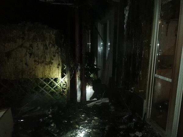 Pożar budynku przy ul. Cieszkowskiego!  Ogień niebezpiecznie się rozprzestrzeniał!