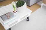 Marzysz o salonie w stylu skandynawskim? Poznaj meble i dodatki, które Cię zachwycą!