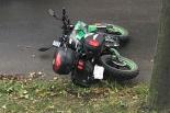 Zderzenie motocyklisty z samochodem osobowym na skrzyżowaniu ul. Wrzesińskiej i Kokoszki