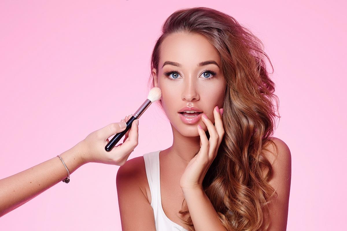 Jakie kosmetyki dla kobiet ze skłonnościami do alergii?