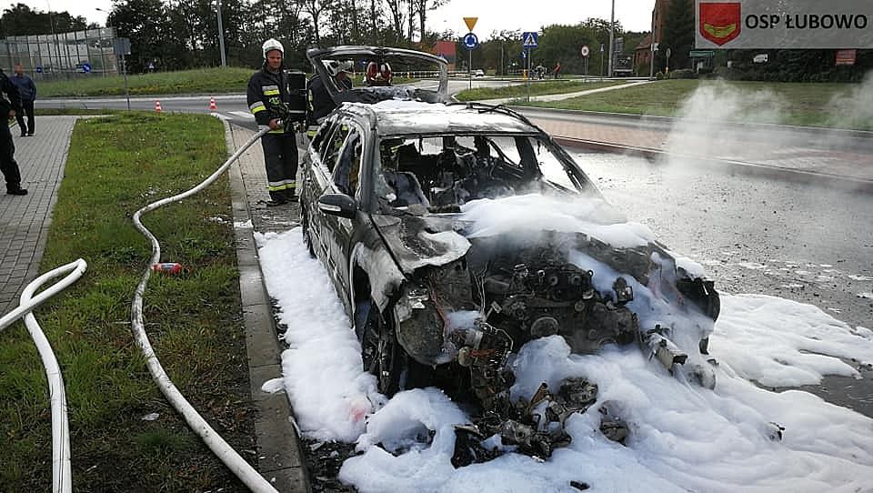 Pożar samochodu w Fałkowie