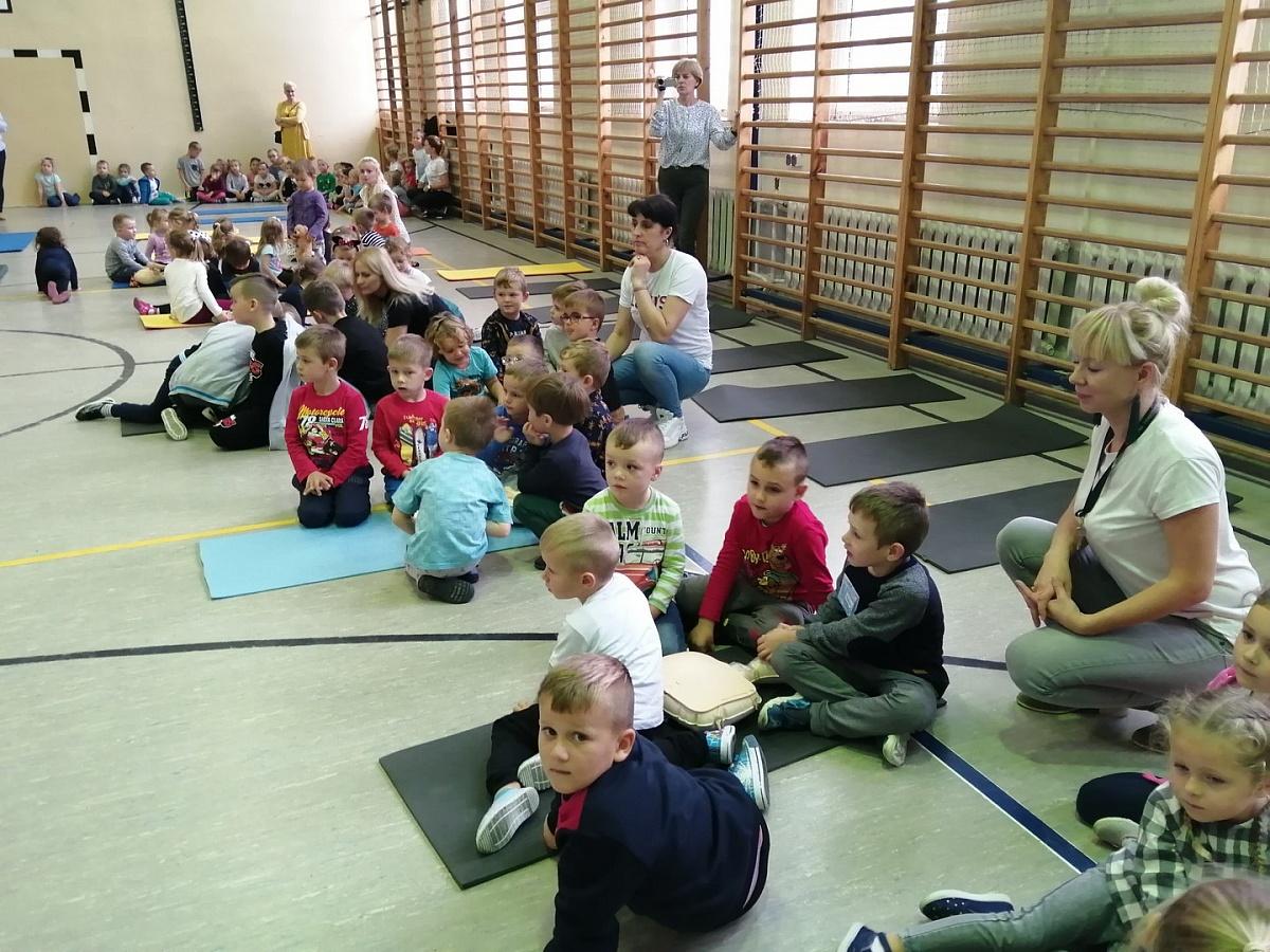 Przedszkolaki i uczniowie ze Szczytnik Duchownych bili rekord w udzielaniu pierwszej pomocy