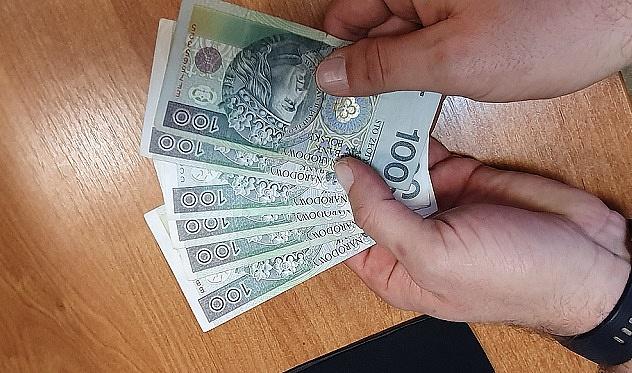 21-latek z zarzutem kradzieży pieniędzy